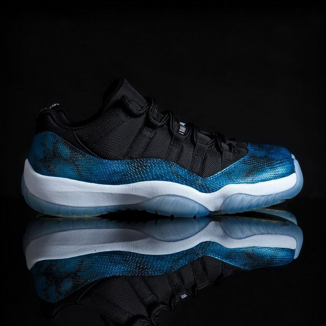 Air Jordan 11 Retro Shoes Black/blue white